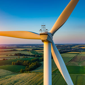 Performance monitoring of wind turbines with fiber optics